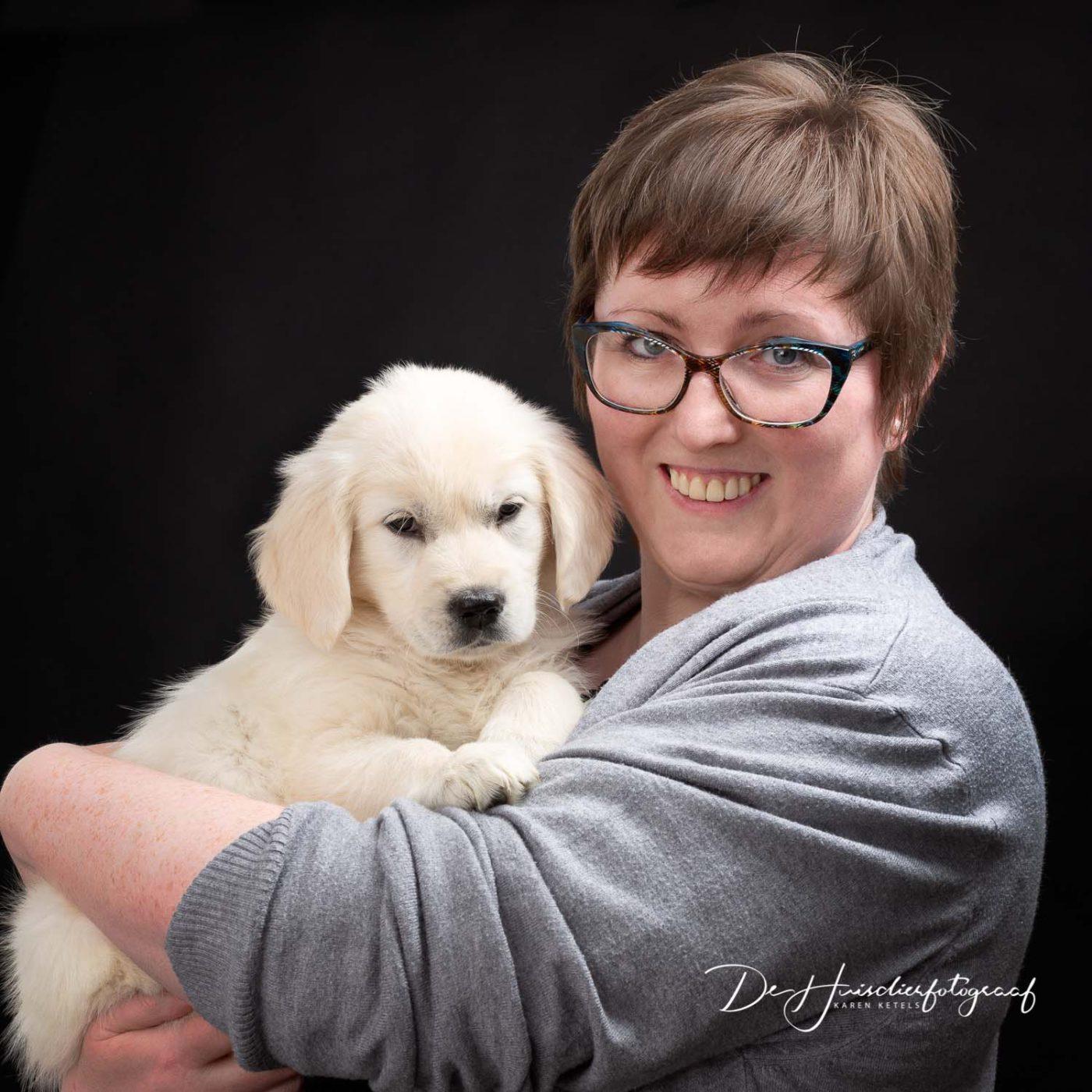 Photographer Karen Ketels with golden retriever puppy Hebe
